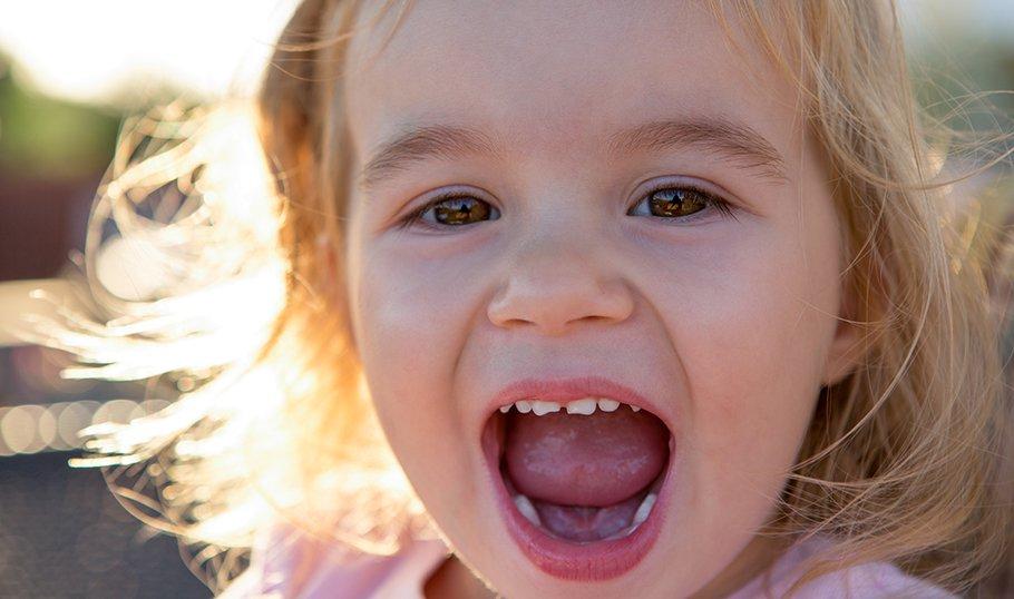 Из-за чего желтеют зубы у детей