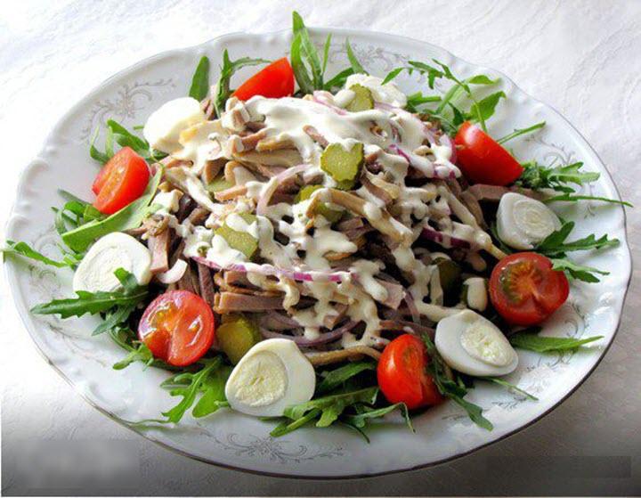 Рецепт салата с языка и грибами с фото