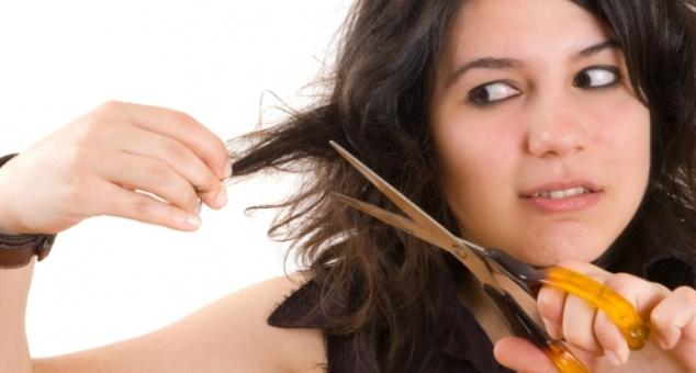 Подстригать себе волосы во сне