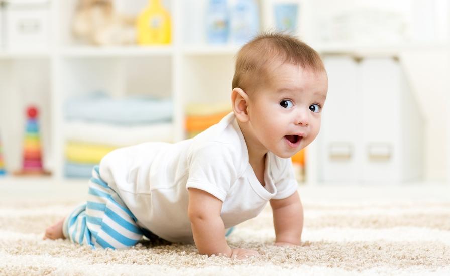 В каком возрасте дети начинают ползать-упражнения