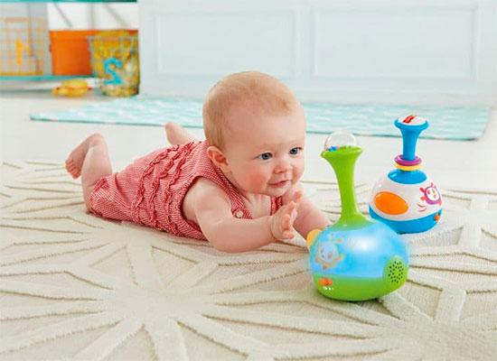В каком возрасте дети начинают ползать-навыки