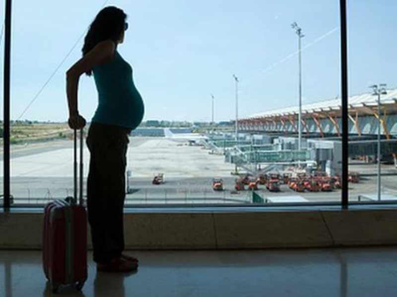 Можно ли беременным летать на самолете на ранних сроках-правила перелета