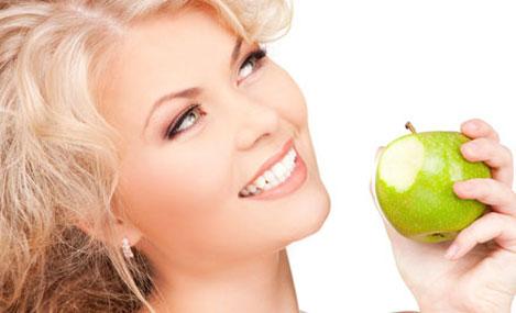 Как отбелить зубы без вреда эмали в домашних условиях