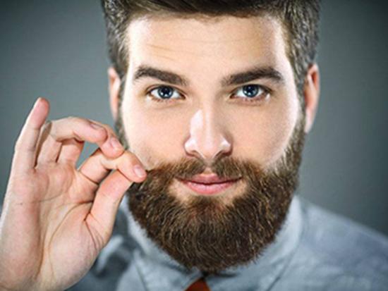 красивый мужчина с бородой и усами