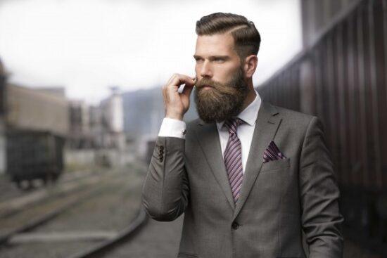красивый мужчина с бородой
